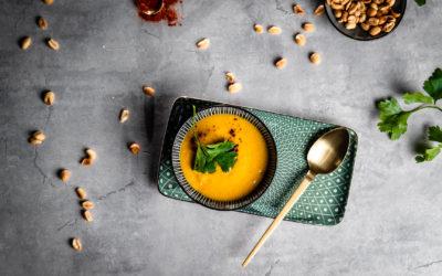 Scharfe Süßkartoffel-Erdnusssuppe